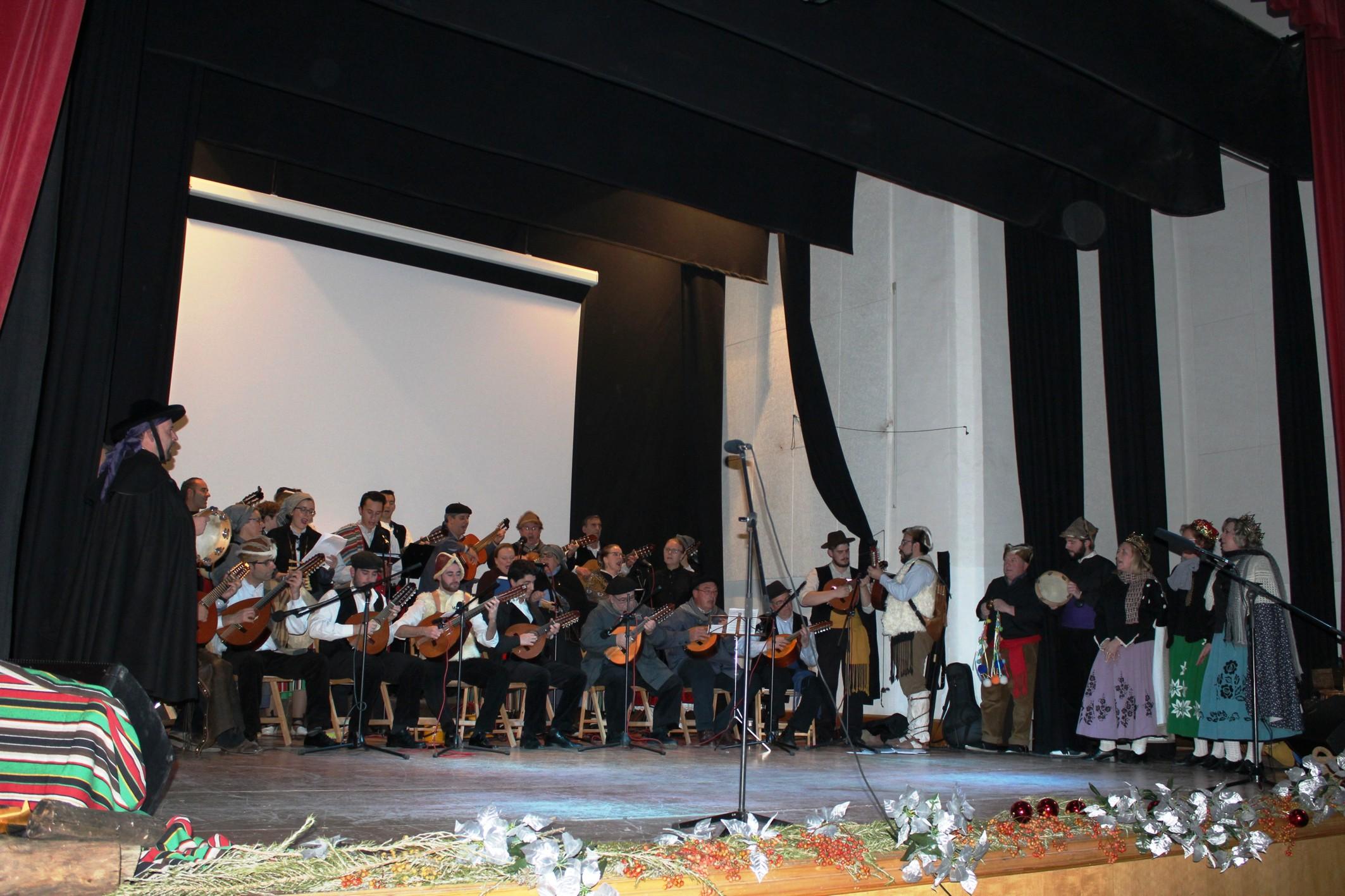 La Asociación 'Cruz de Santiago' felicita la Navidad con un concierto solidario y con su tradicional 'zambombá' en Villanueva de los Infantes