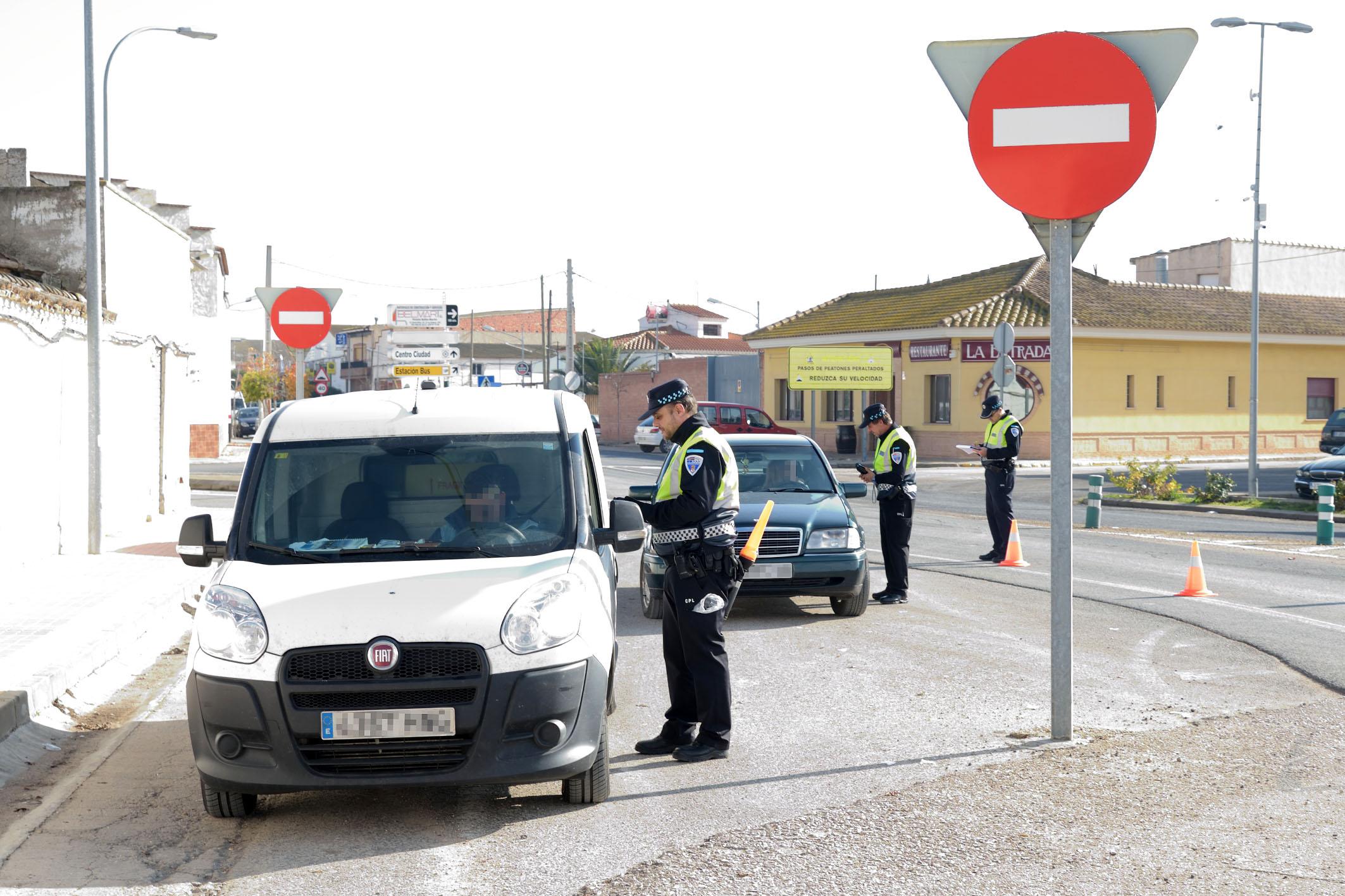 La Policía Local de Argamasilla de Alba realiza un control de alcoholemia sorpresa, dentro de la campaña nacional de la DGT