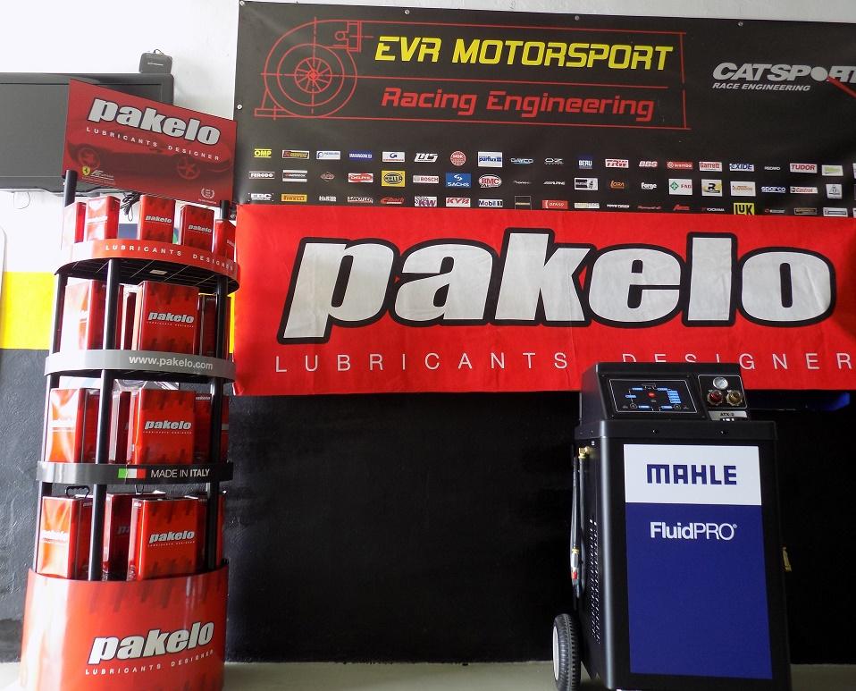 EVR Motorsport pone a punto su caja de cambios con lubricantes Pakelo y la máquina ATX2 de cambio de aceite en Alcázar