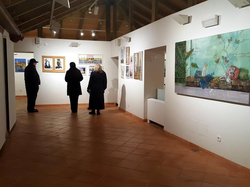 Exposición en el Patio de Comedias de 100 años y 100 cuadros, que reflejan la pintura de mujeres de Torralba de Calatrava a través del tiempo