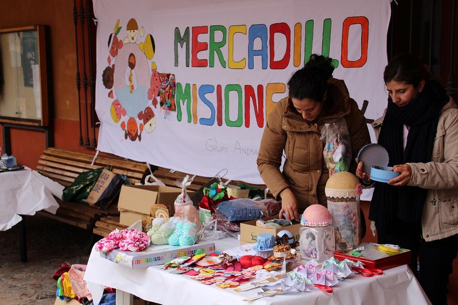 El mercadillo misionero recogió 2.522 euros en la Plaza Mayor de La Solana