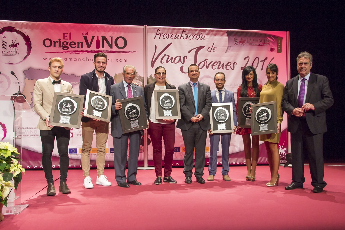 Juventud y calidad rubrican los premios jóvenes de los vinos DO La Mancha en Madrid