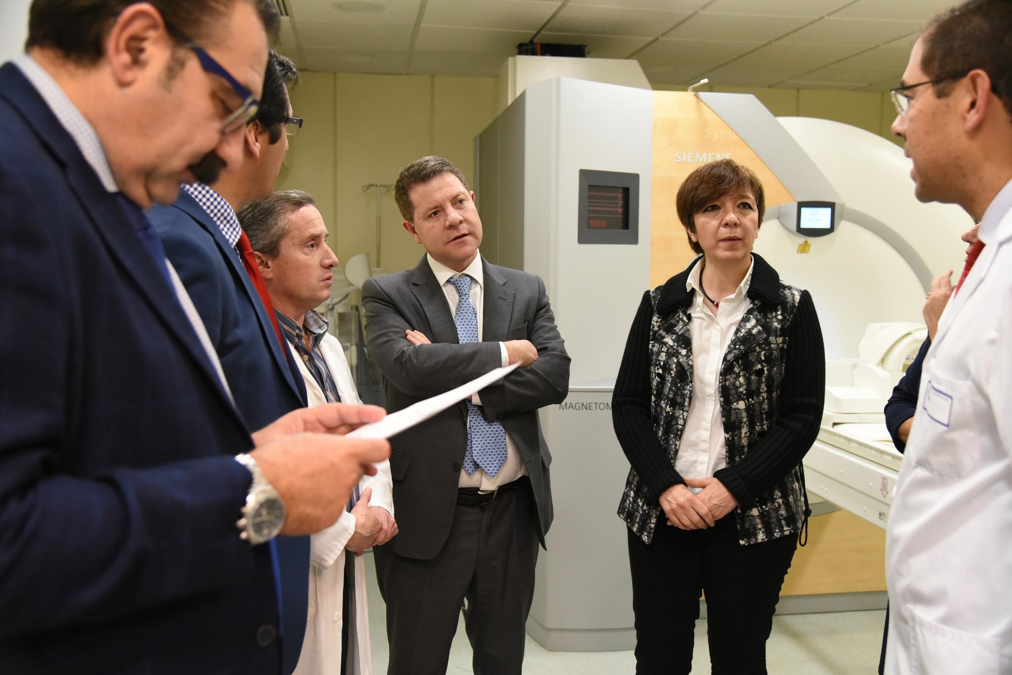 El incremento de sesiones y de horas de funcionamiento de la nueva resonancia magnética del Hospital de Alcázar permitirá realizar unas 5.500 pruebas más al año