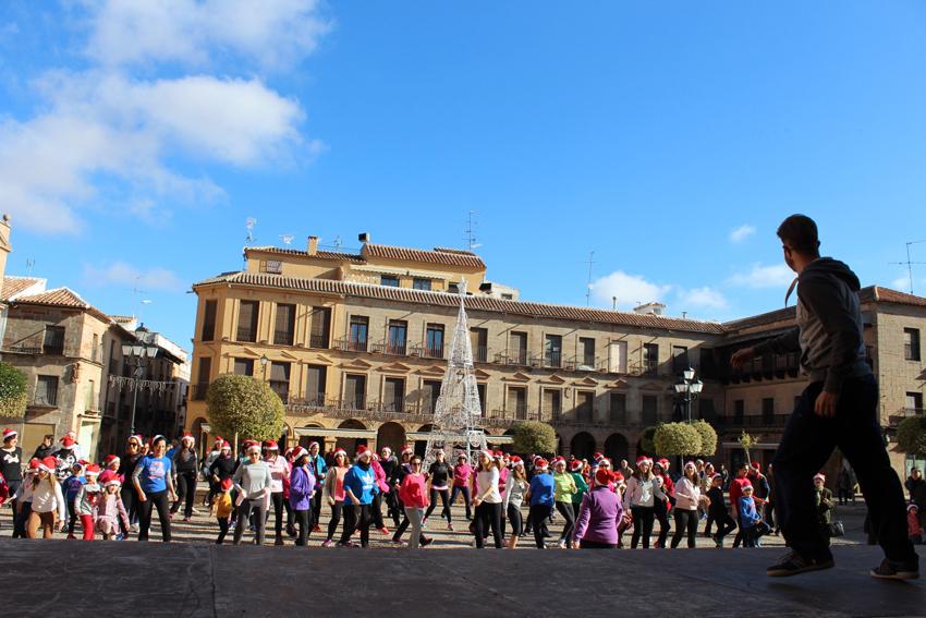 El ritmo se apoderó de la Plaza Mayor de Infantes con la Master Class de Zumba