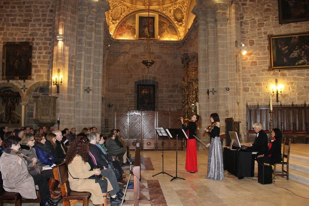 La Familia Hatch llena la Iglesia Parroquial de San Andrés de Villanueva de los Infantes en su Concierto de Navidad