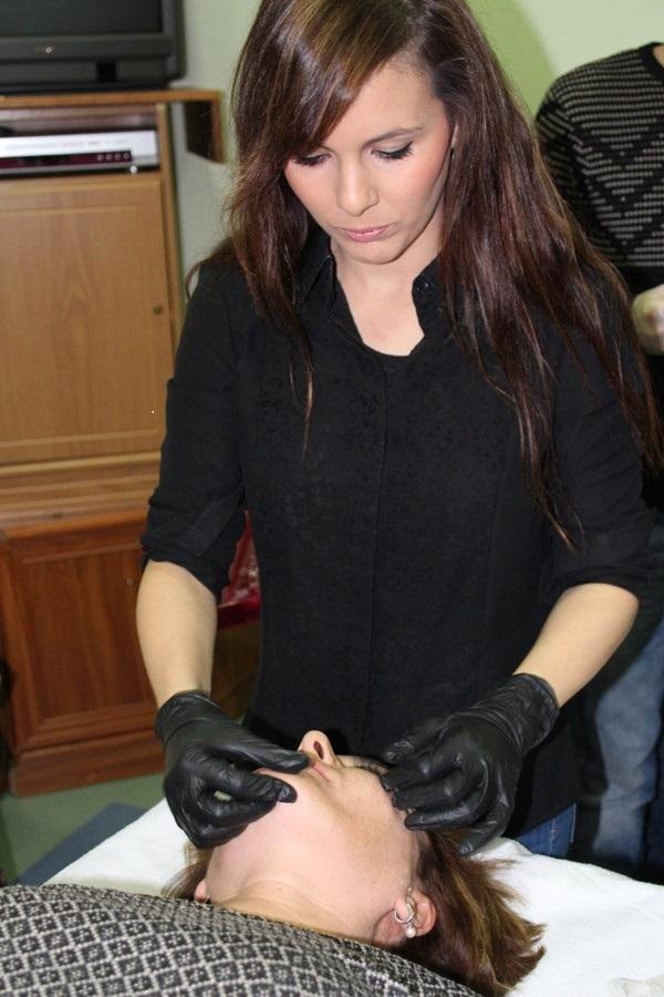 Demostración de terapias naturales en la Asociación de Mujeres de La Solana