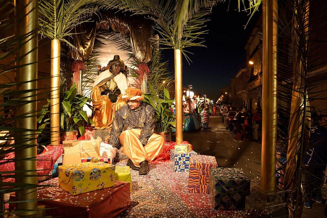 Los Reyes Magos llegan a Argamasilla de Alba cargados de regalos