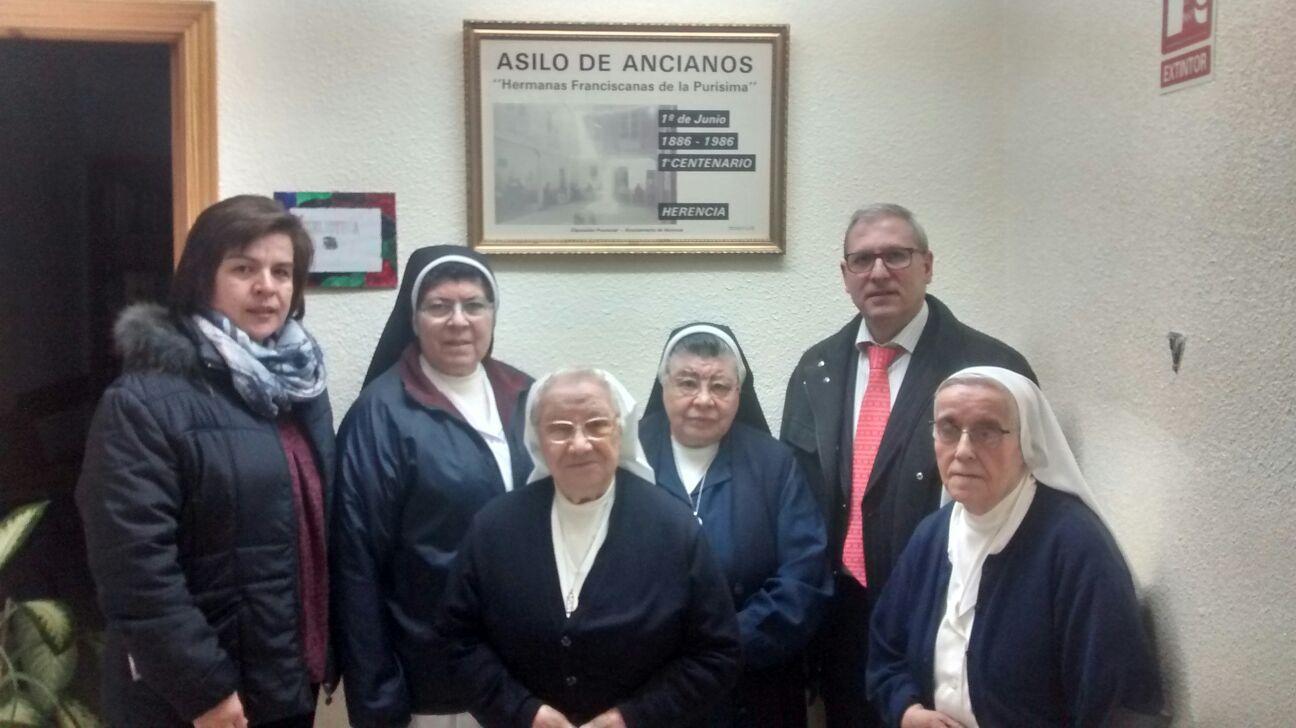 """La obra social """"La Caixa"""" renueva su convenio con la Hermandad de """"Los Moraos"""" de Herencia"""