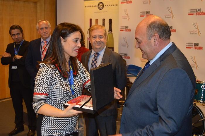 Pilar Zamora entrega en Enofusión el Premio a la Difusión de la Cultura del Vino a Bodegas Naranjo