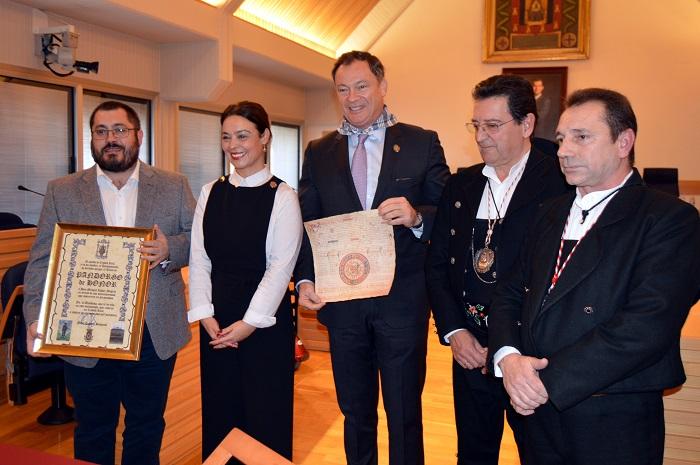 """El astronauta Miguel López-Alegría recibe emocionado el nombramiento de """"Pandorgo de Honor"""""""