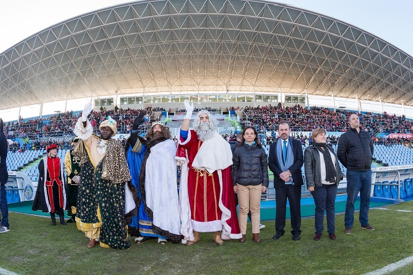 Miles de vecinos disfrutaron de la Cabalgata de Reyes en las calles de Getafe