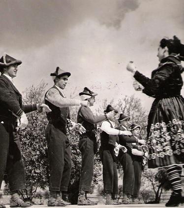 Mazantini, grupo original de la Sección Femenina