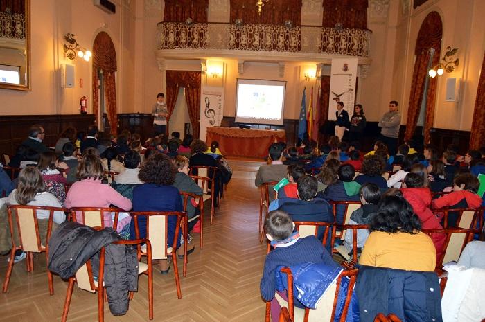 """Los alumnos del proyecto """"¡Nosotros proponemos!"""" reciben una clase sobre Ciudad Real en el Antiguo Casino"""