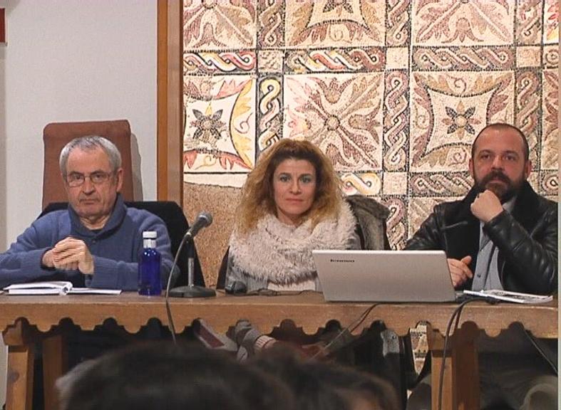 """Presentado en Alcázar el poemario """"Como si fuera Fácil"""" de Marianne Ruiz donde el amor es parte importante de su contenido"""