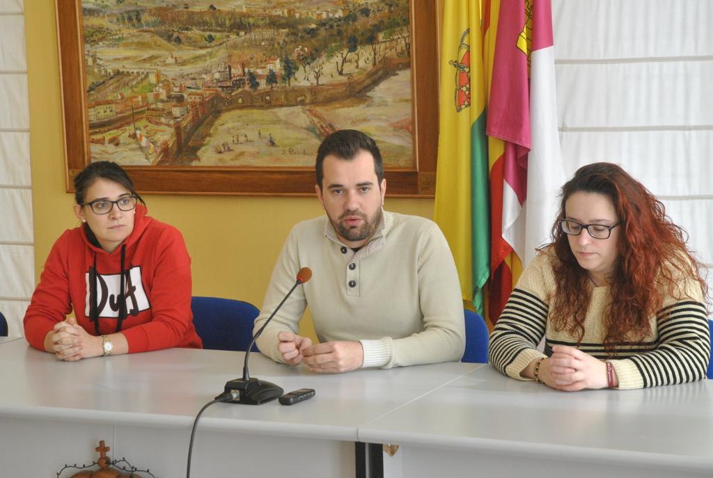 Raúl Zatón presenta la primera hoguera benéfica de San Antón