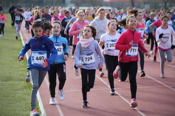 Alrededor de 1.100 niños y niñas participaron en la primera jornada de los Campeonatos escolares de campo a través 2017