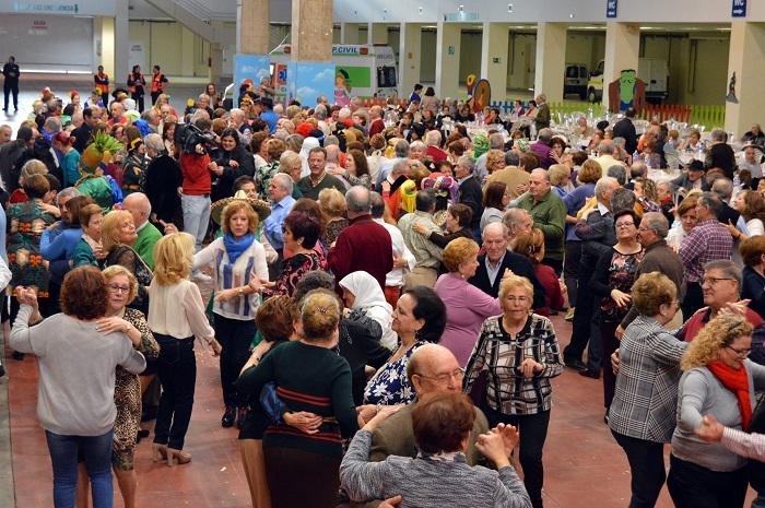 700 personas mayores disfrutan del Baile de Carnaval en el Pabellón Ferial de Ciudad Real