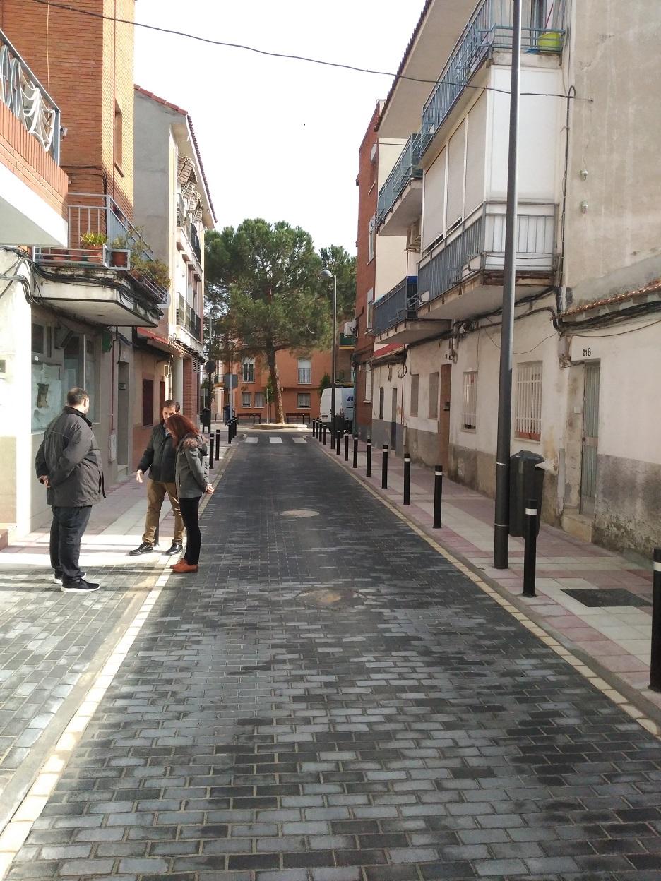Los vecinos de la Alhóndiga ya pueden disfrutar de la C/Fernando Barrachina tras su rehabilitación