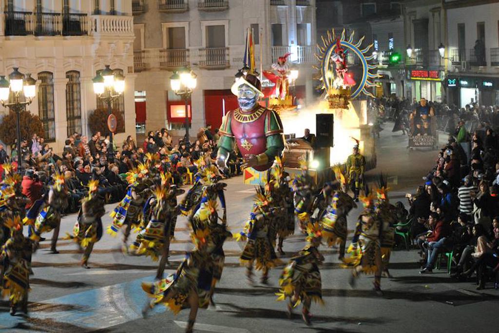 """""""El Burleta"""" y """"Huries"""" primeros premios en el Desfile de Peñas No Locales de Tomelloso"""