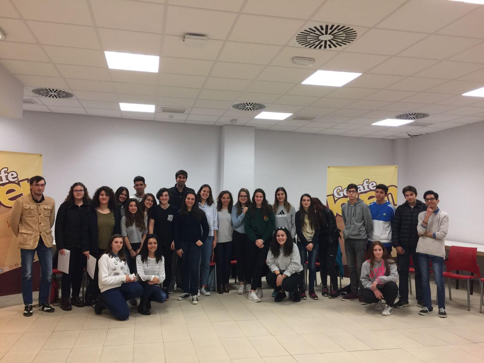 La alcaldesa de Getafe se reúne con los corresponsales juveniles del programa 'Enrédate'