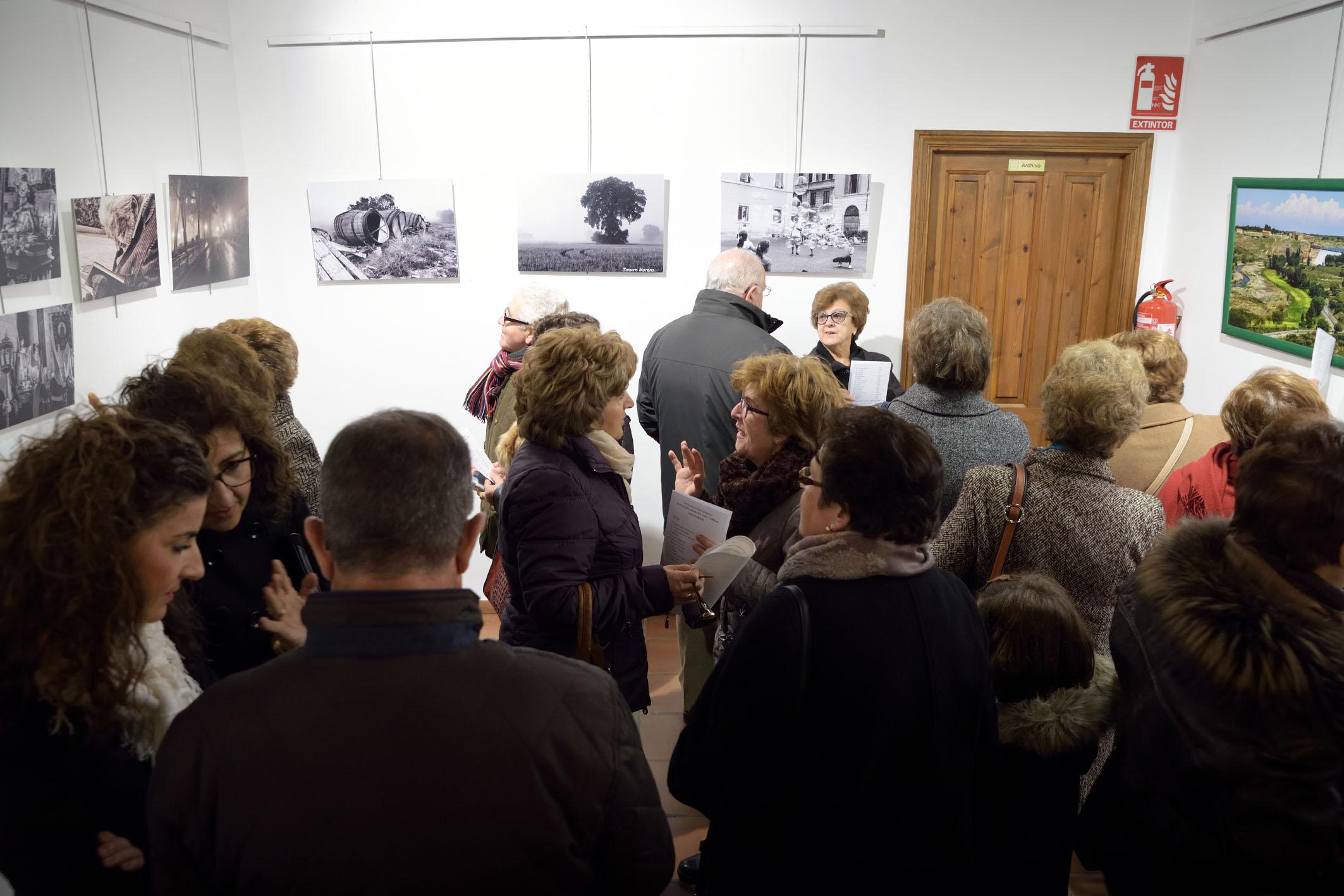 """Cáritas de Argamasilla de Alba inaugura la exposición """"Artistas con corazón"""""""