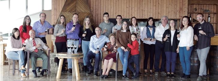 Familia al completo en la bodega