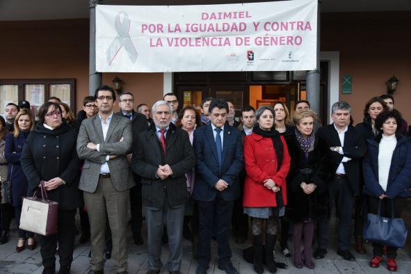 El Gobierno regional reclama la implicación de todas las instituciones y la sociedad para erradicar la violencia de género