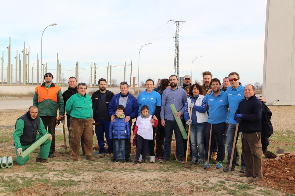 Ayuntamiento de Tomelloso y La Caixa colaboran en la reforestación de la Vereda