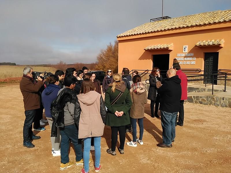 Alcázar organiza una visita a las lagunas para celebrar el Día de los Humedales en colaboración con el IES Juan Bosco