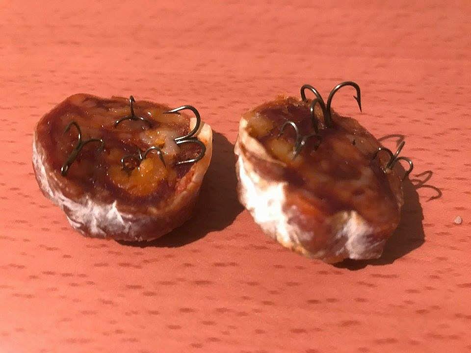 Aparición de cebos de carne con anzuelos en Manzanares