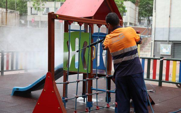 El Ayuntamiento de Getafe ha iniciado una campaña de limpieza especial de todas las áreas infantiles del municipio