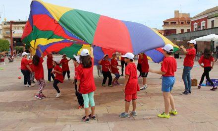 El colegio Juan de Austria de Alcázar de San Juan saca al alumnado de 4º de Primaria a jugar a la calle