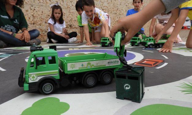 """Concienciar sobre el reciclaje principal objetivo de la campaña """"Bienvenido al planeta de Mr. Iglú"""" en Manzanares"""