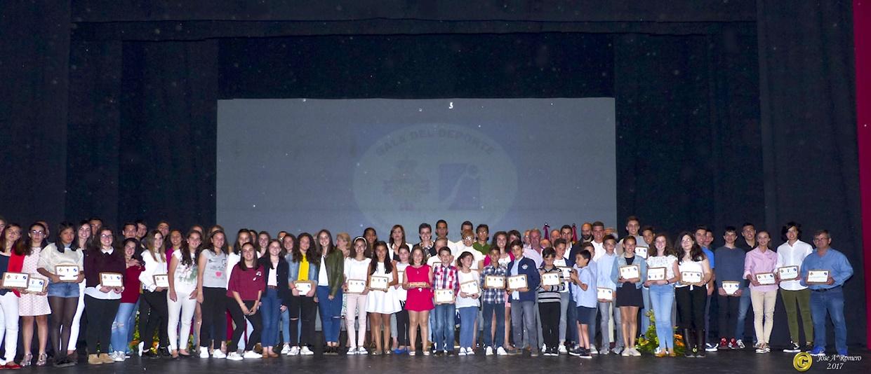 La Escuela de Balonmano, el Club de Triatlón y el CB Opticalia, los mejores de la temporada en Manzanares