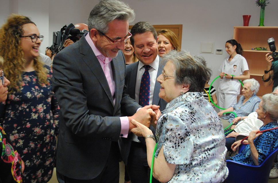 Page y Martín inauguran oficialmente la Residencia de Enfermos de Alzheimer de AFA