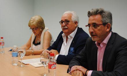 El escritor Raúl Carbonell bucea entre las páginas de su novela 'Tres libros sin amor'