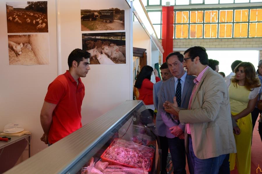 La Diputación promociona en Chillón la carne de guarrillo como activo gastroturístico en la comarca Monte-Sur