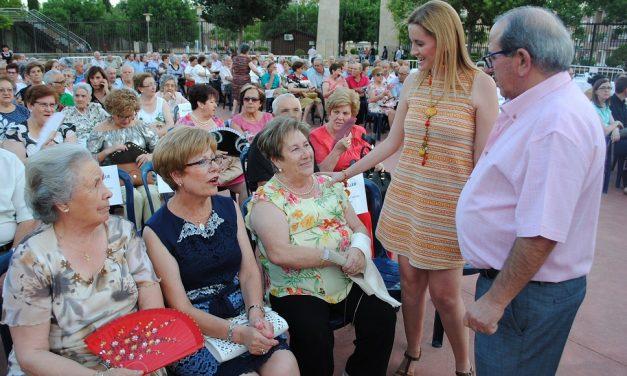 Los mayores del Centro del Lucero celebran las Fiestas de San Juan en Valdepeñas