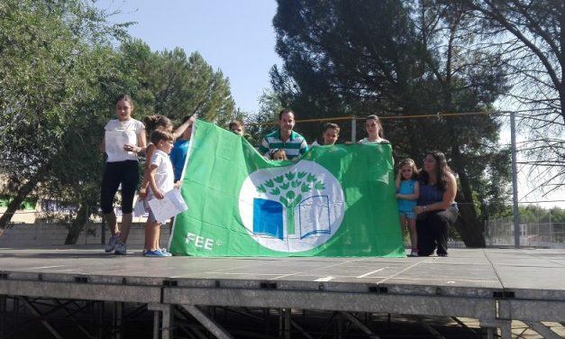 La Bandera Verde de Ecoescuelas ya ondea en el CEIP Carrasco Alcalde de Herencia