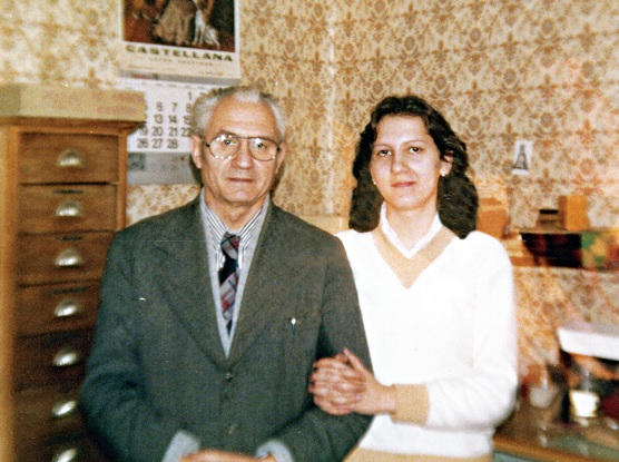 Juan José Serrano junto a su hija Natividad en los años 70