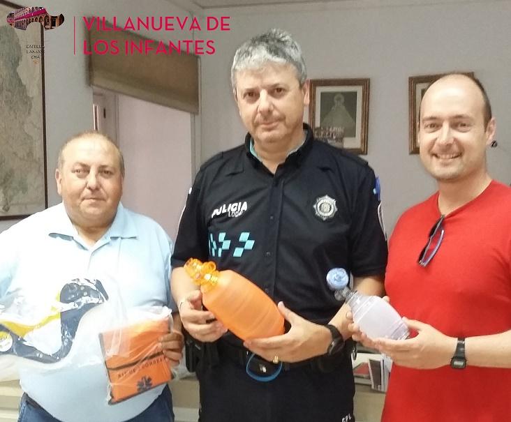 Villanueva de los Infantes hace entrega de material de primeros auxilios a la Agrupación de Protección Civil, Policía Local y Área de Deportes