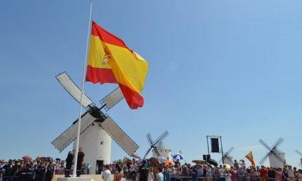 Campo de Criptana se vuelca en el acto de homenaje a la Bandera de España y a la Unidad Militar de Emergencias