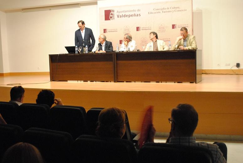 Las veintiuna 'Vidas Improbables' de Martín-Peñasco se han presentado en 'La Confianza'