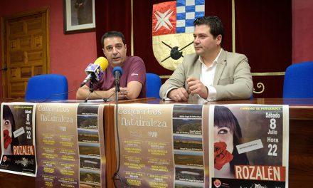 Noche de concierto con Rozalén y Against Myself en el paraje natural del Castillo de Peñarroya