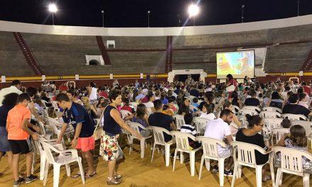Cerca de 900 personas disfrutaron de la película 'Canta'