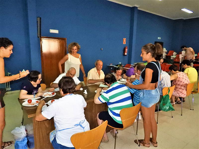 Usuarios del centro ocupacional realizan diversos talleres en agosto