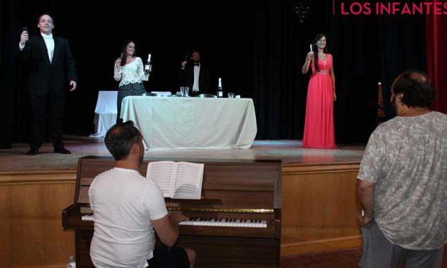 Máxima expectación ante el estreno en Villanueva de los Infantes de la Ópera 'La Traviata'