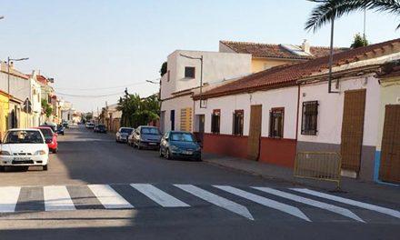 El Ayuntamiento realiza cerca de 200 intervenciones al año pintando pasos de peatones y señalización horizontal