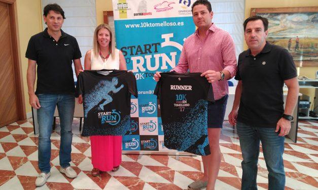 La alcaldesa de Tomelloso recibe la camiseta oficial del Programa Start to Run que culminará con el 10K CorreEnTomelloso