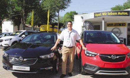 Futurcar, servicio oficial Opel en Manzanares, presentó los nuevos INSIGNIA y CROSSLAND X